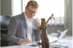 14 - spravedlnost - TKA v pozadí